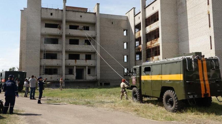 В Мелекино мариупольские спасатели вытаскивали людей из под обстрелов (ФОТОРЕПОРТАЖ), фото-5
