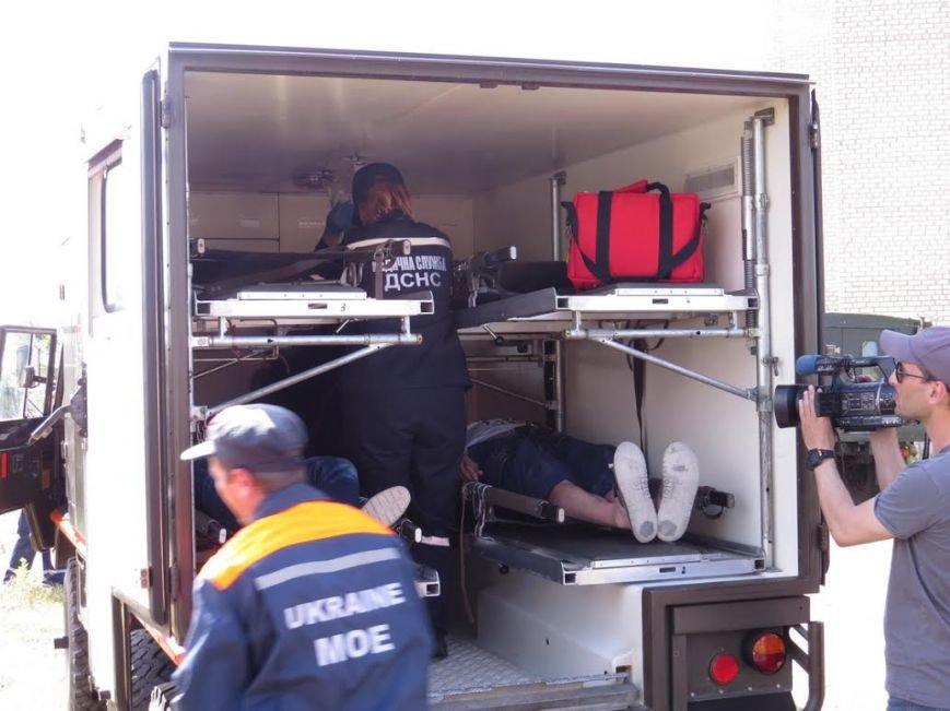 В Мелекино мариупольские спасатели вытаскивали людей из под обстрелов (ФОТОРЕПОРТАЖ), фото-18