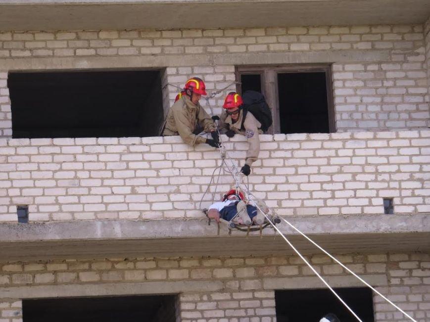 В Мелекино мариупольские спасатели вытаскивали людей из под обстрелов (ФОТОРЕПОРТАЖ), фото-23