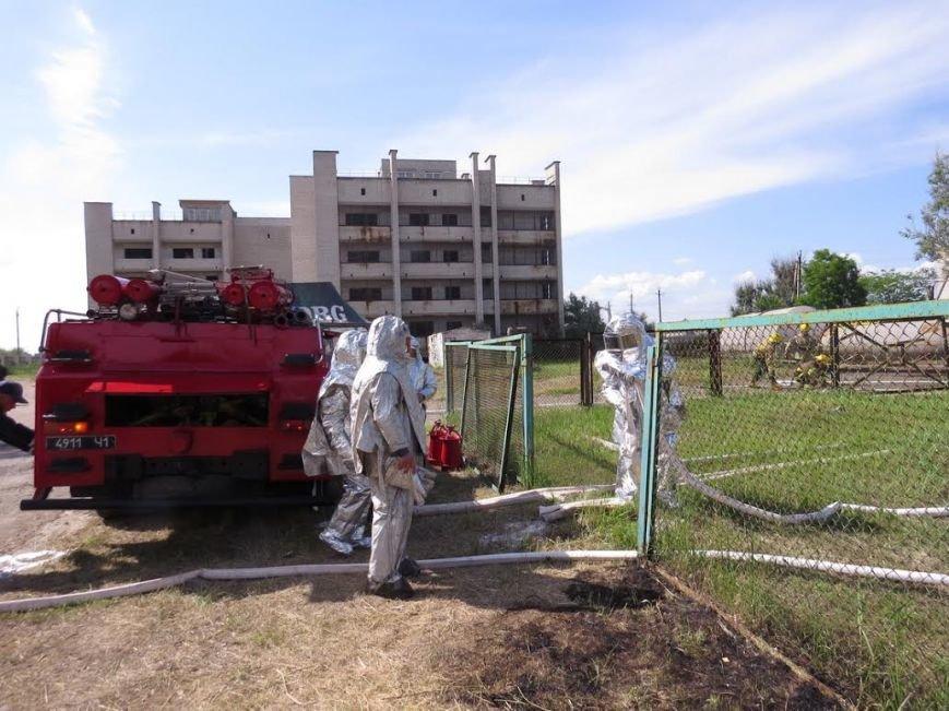 В Мелекино мариупольские спасатели вытаскивали людей из под обстрелов (ФОТОРЕПОРТАЖ), фото-17