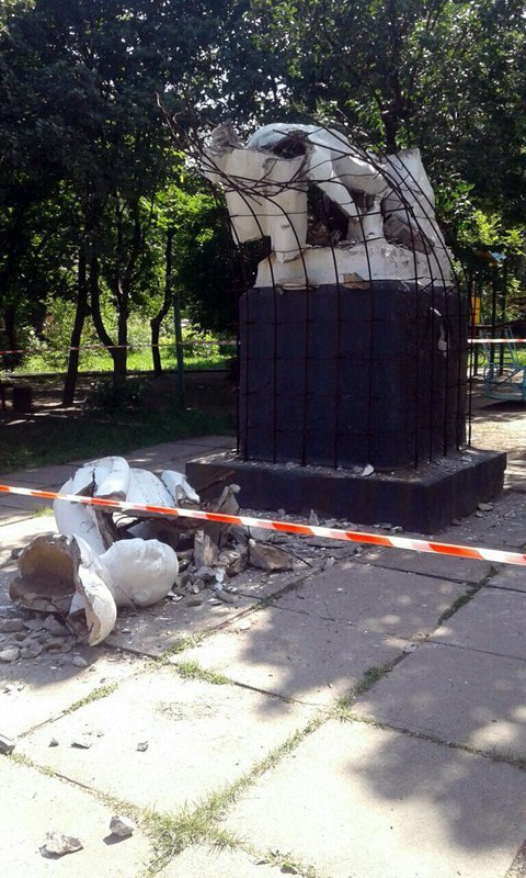 Неизвестные взорвали памятник Ленину