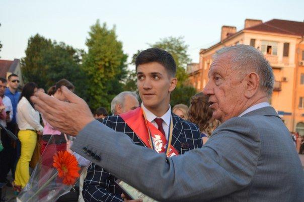 Прощальный вальс: в Черноморске прошёл общегородской праздник выпускников (+фото, видео), фото-1