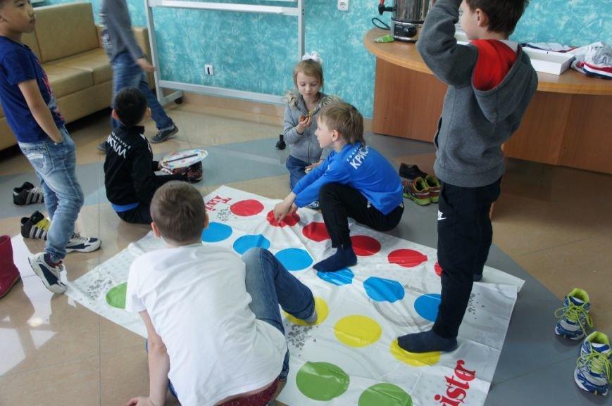 В сахалинском дворце спорта «Кристалл» начал работу детский лагерь, фото-2
