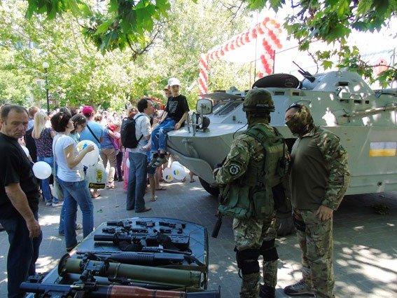 На «Праздник детской улыбки» пригласили бойцов отдела быстрого реагирования ГУ Нацполиции в Херсонской области (фото), фото-1