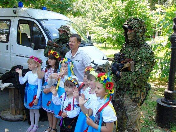 На «Праздник детской улыбки» пригласили бойцов отдела быстрого реагирования ГУ Нацполиции в Херсонской области (фото), фото-2