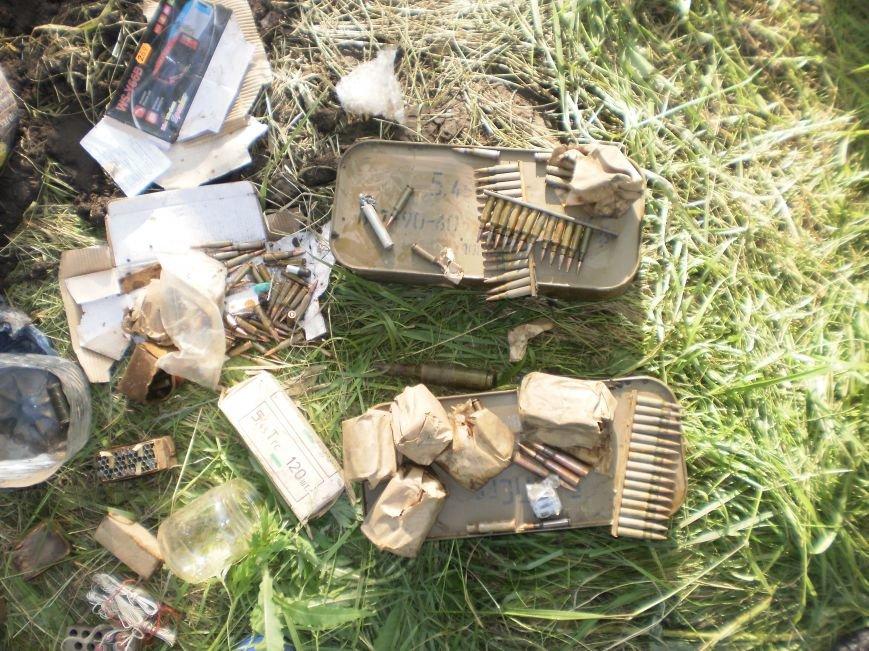 Возле Соледара правоохранители обнаружили схрон боеприпасов, фото-5