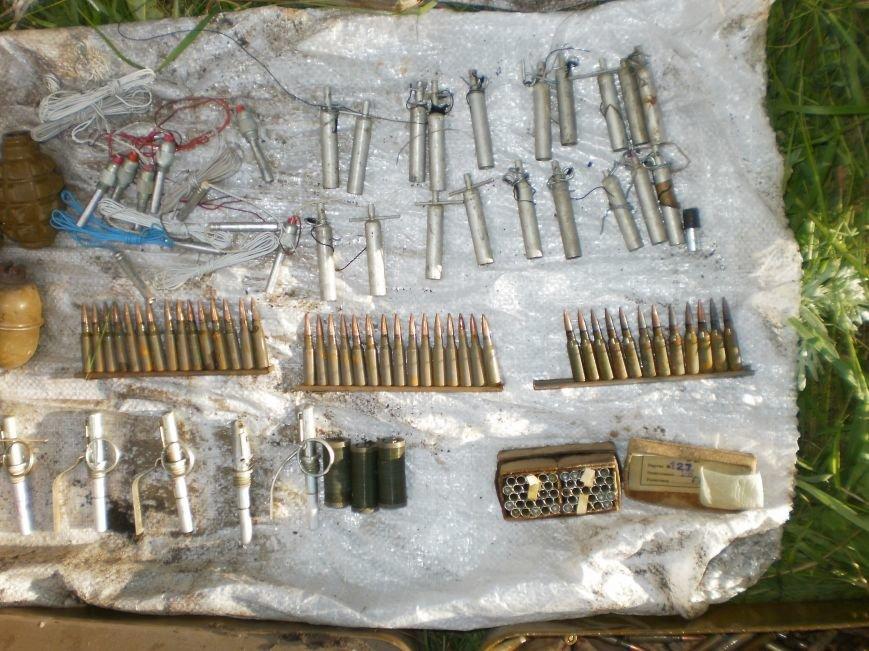 Возле Соледара правоохранители обнаружили схрон боеприпасов, фото-1