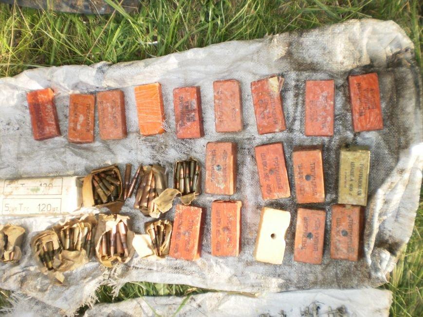 Возле Соледара правоохранители обнаружили схрон боеприпасов, фото-3