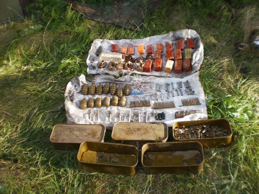 Возле Соледара правоохранители обнаружили схрон боеприпасов, фото-4