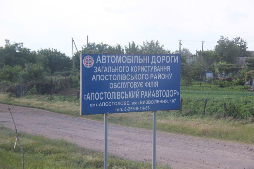 Дорога, пролегающая по гребню дамбы №8 Каховского водохранилища, - настоящий кошмар для водителей (фото), фото-5