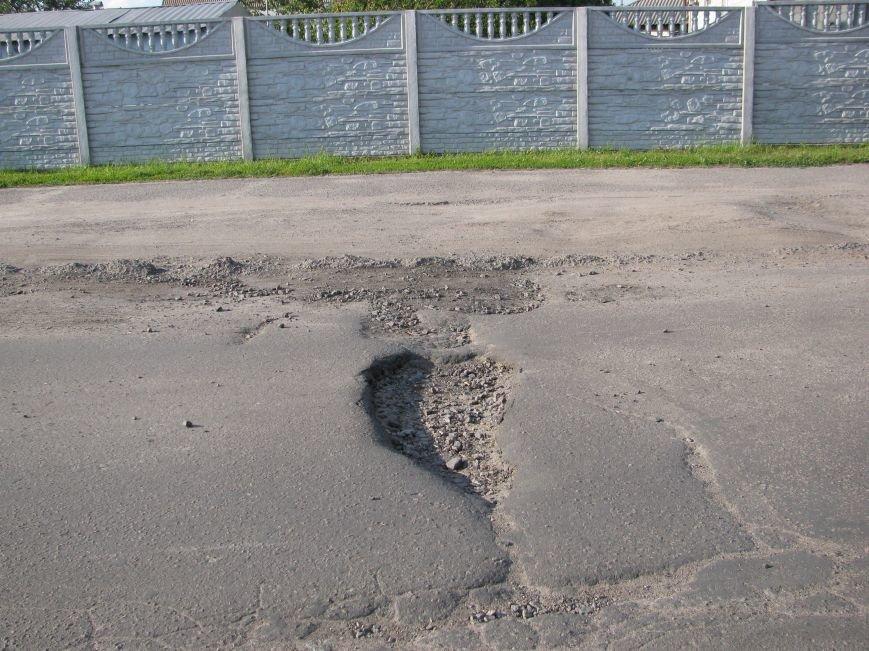 Окраины Кременчуга: чтобы проехать по Крюкову, водители вынуждены разбивать бордюры и нарушать ПДД (ФОТО), фото-5