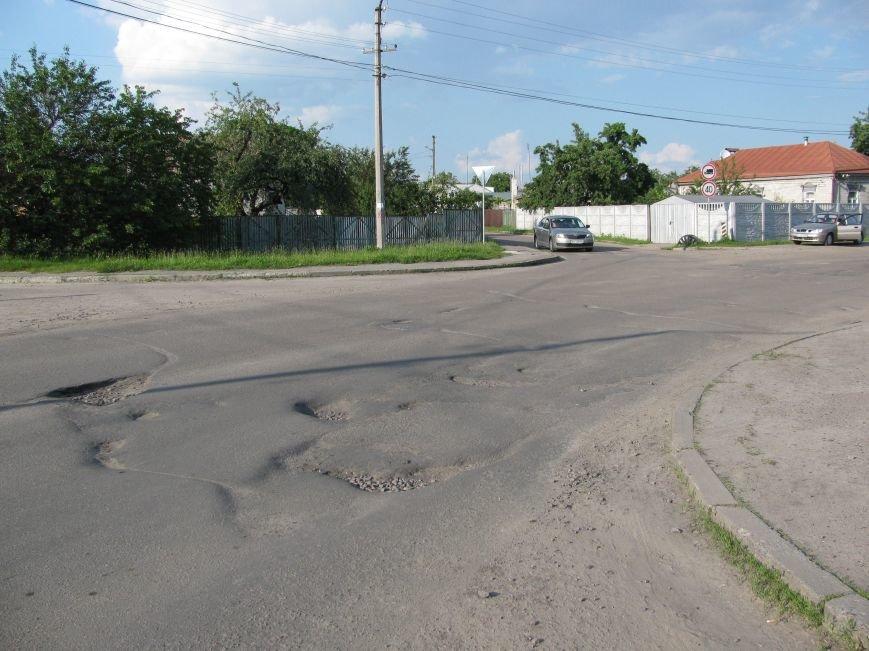 Окраины Кременчуга: чтобы проехать по Крюкову, водители вынуждены разбивать бордюры и нарушать ПДД (ФОТО), фото-3
