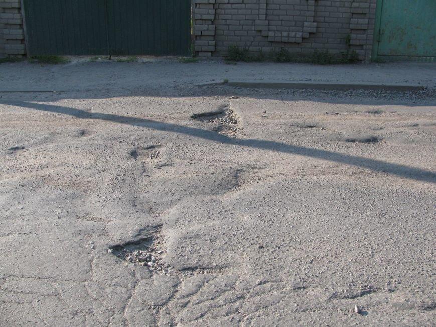 Окраины Кременчуга: чтобы проехать по Крюкову, водители вынуждены разбивать бордюры и нарушать ПДД (ФОТО), фото-8