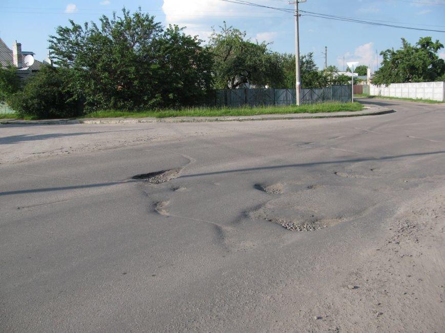 Окраины Кременчуга: чтобы проехать по Крюкову, водители вынуждены разбивать бордюры и нарушать ПДД (ФОТО), фото-2