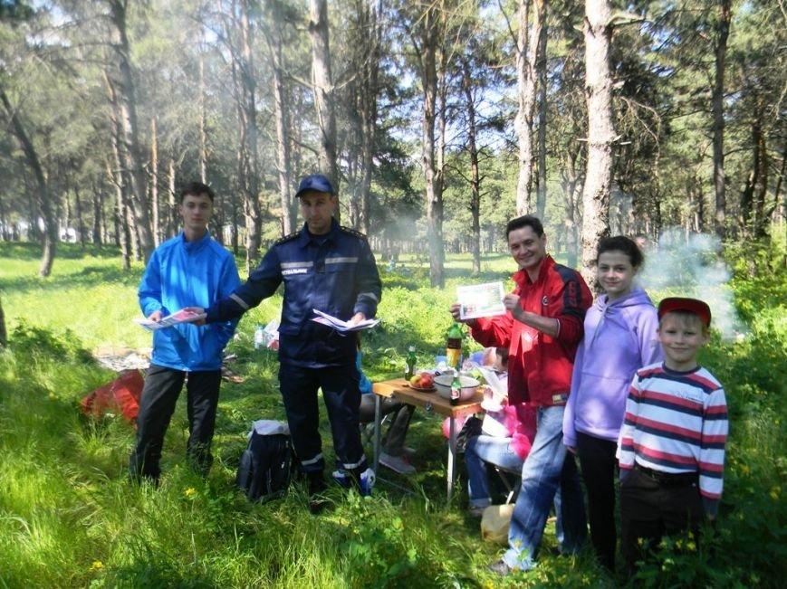 Спасатели Каховского района провели рейд в лесу (фото), фото-1