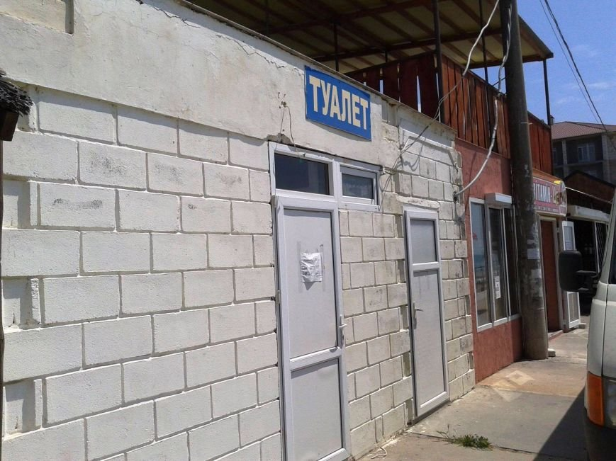 """Туалет не работает! Где другой, я не знаю: Железный Порт к приему курортников """"готов"""" (фото), фото-1"""