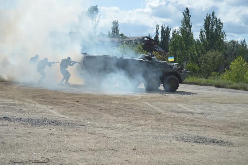 Под Мариуполем пограничники уложили нарушителя на землю (ФОТО), фото-4