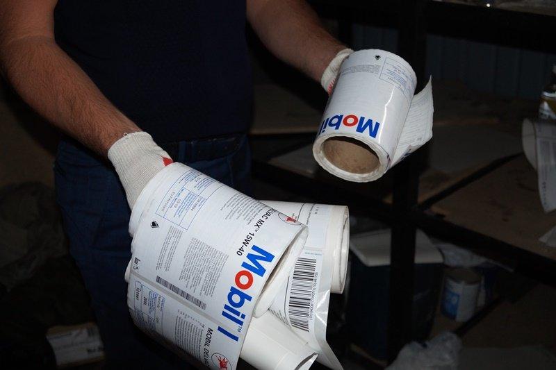 Правоохранители Новой Москвы нашли цех по производству поддельного моторного масла, фото-3