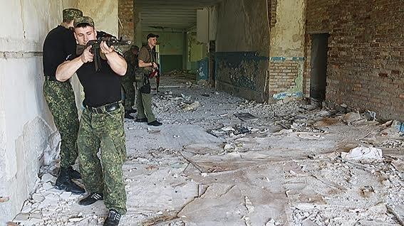 Мариупольские полицейские освободили административное здание от террористов (ФОТО+ВИДЕО), фото-5