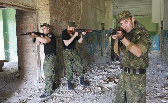 Мариупольские полицейские освободили административное здание от террористов (ФОТО+ВИДЕО), фото-2