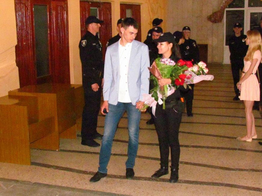 В Мариуполе впервые зарегистрировали брак металлурга с копом (ФОТО, ВИДЕО), фото-2