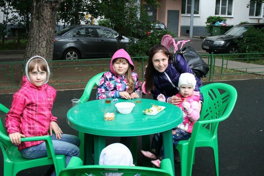 Троицкая Администрация провела День Соседей в микрорайоне В, фото-1