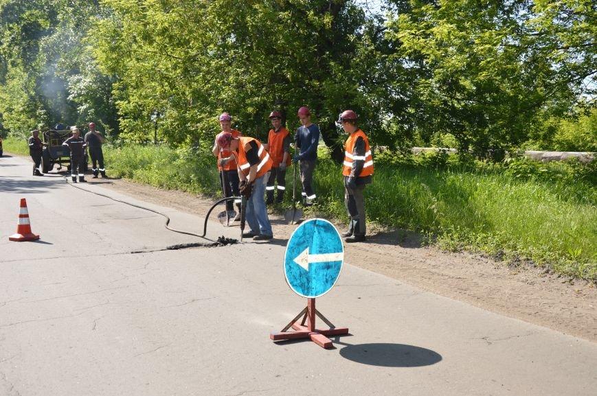 Авдеевский коксохим ремонтирует главную городскую автодорогу, фото-1