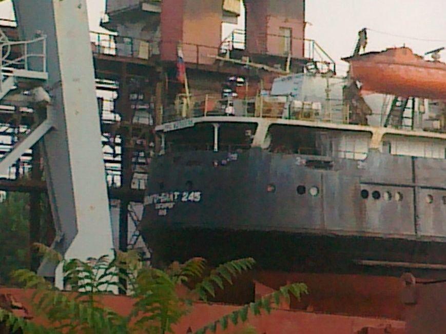 На Херсонском судостроительном заводе ремонтируют суда страны-агрессора (фото), фото-2