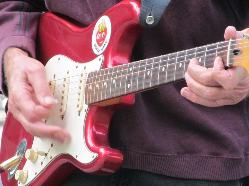 Американець Джеф Кайл грає блюз на вулицях Кременчука (ФОТО, ВІДЕО), фото-6