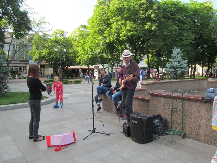 Американець Джеф Кайл грає блюз на вулицях Кременчука (ФОТО, ВІДЕО), фото-1