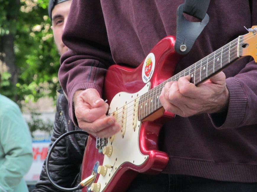 Американець Джеф Кайл грає блюз на вулицях Кременчука (ФОТО, ВІДЕО), фото-3