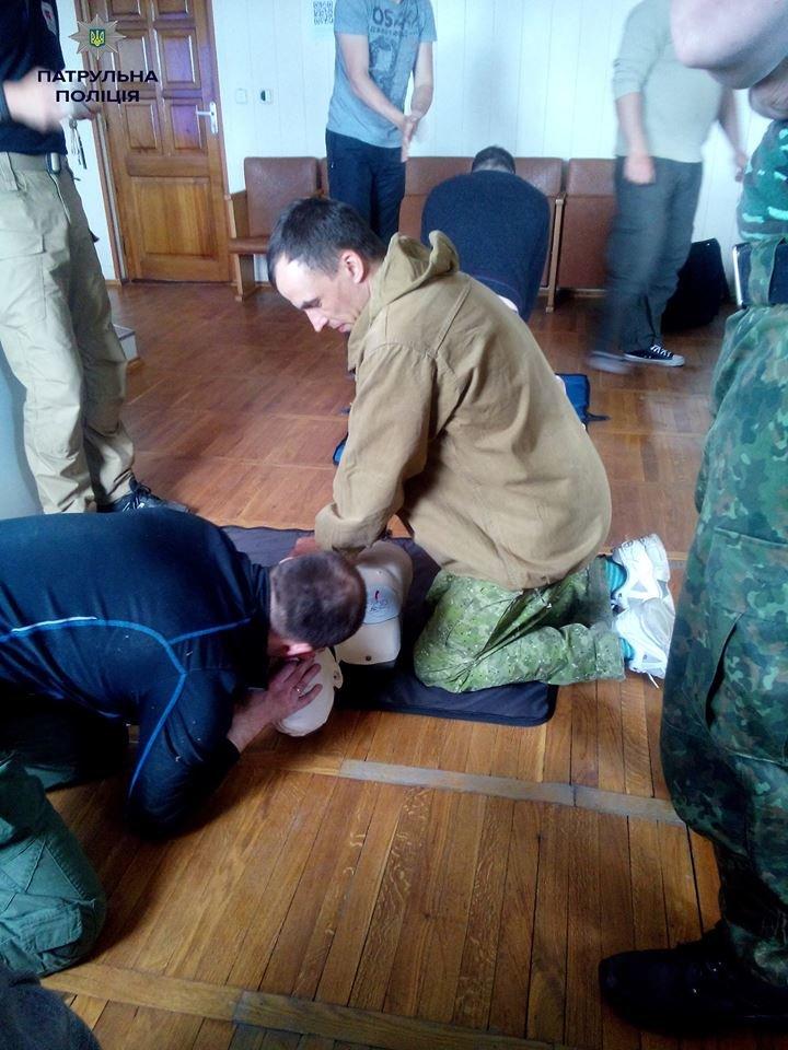 Кременчугские патрульные полицейские учатся оказывать первую медицинскую помощь (ФОТО), фото-8