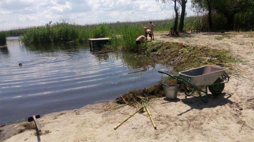 Жители Кизомыса обустраивают себе место отдыха на берегу реки (фото), фото-2
