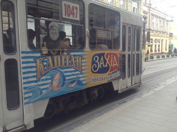 Львів'яни вимагають заборонити розміщення реклами на громадському транспорті (ФОТО), фото-1