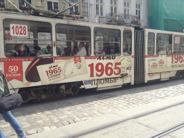 Львів'яни вимагають заборонити розміщення реклами на громадському транспорті (ФОТО), фото-3