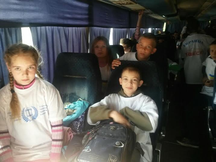 Дети из прифронтовых поселков под Мариуполем отправились на отдых в Донецкую область (ФОТО), фото-3