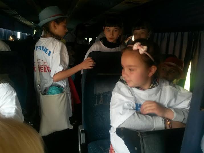 Дети из прифронтовых поселков под Мариуполем отправились на отдых в Донецкую область (ФОТО), фото-2