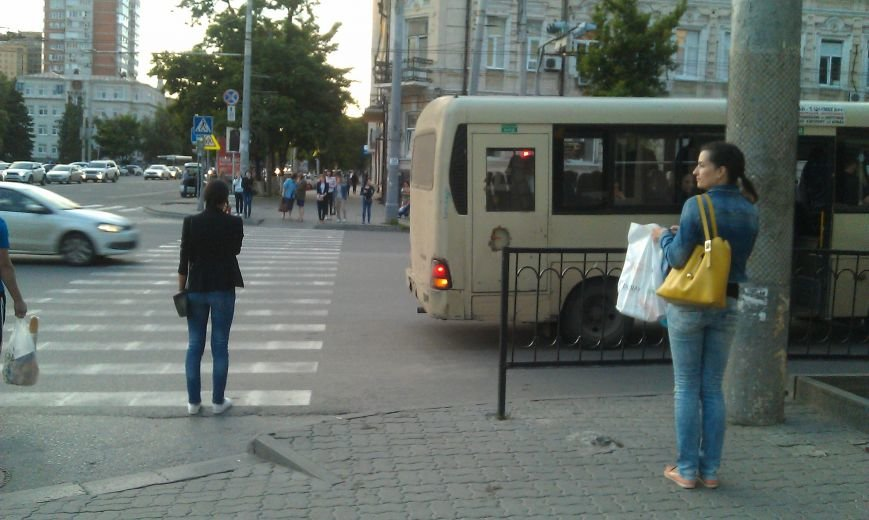 Убрать остановку с перекрестка Буденновского и Красноармейской предложили активисты, фото-1
