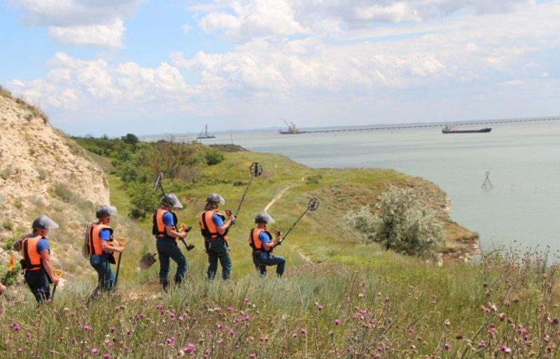 Пиротехники Центра «Лидер» проводят разминирование Крепости Керчь (ФОТО), фото-2