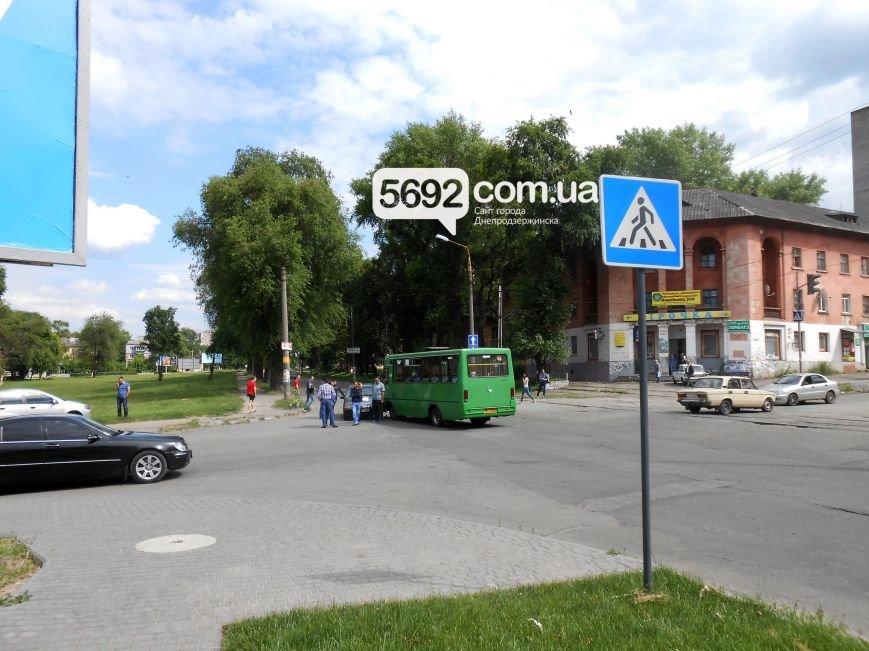 В ДТП на пересечении Аношкина с Республиканской в Каменском «Лада» столкнулась с маршруткой, фото-3