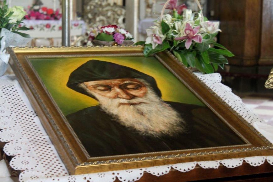 До Ужгорода привезли мощі Святого чудотворця Шарбеля: фото, фото-7