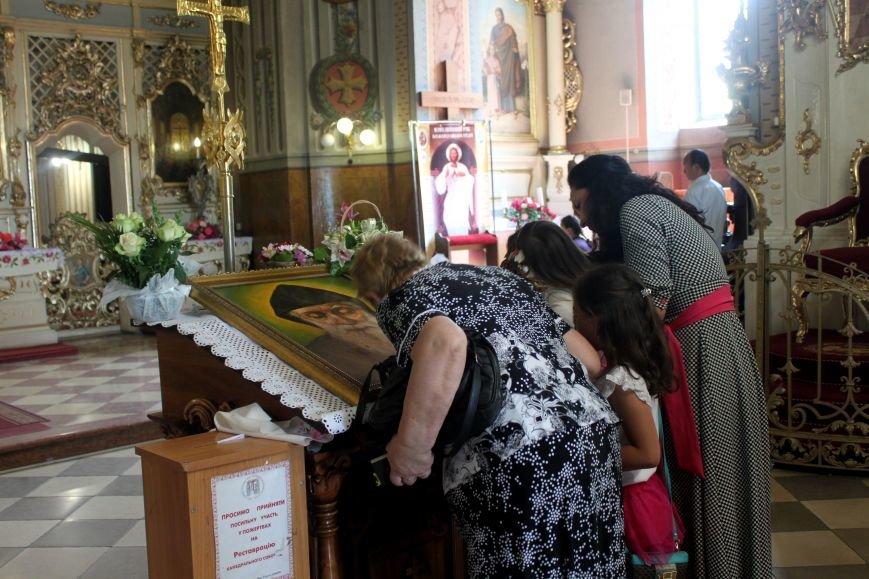 До Ужгорода привезли мощі Святого чудотворця Шарбеля: фото, фото-12