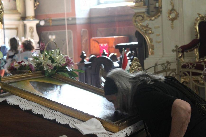До Ужгорода привезли мощі Святого чудотворця Шарбеля: фото, фото-1