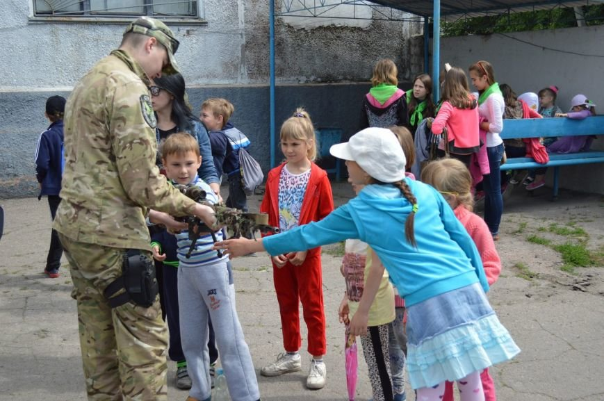 Покровские (красноармейские) школьники ощутили мощь оружия в руках, фото-1