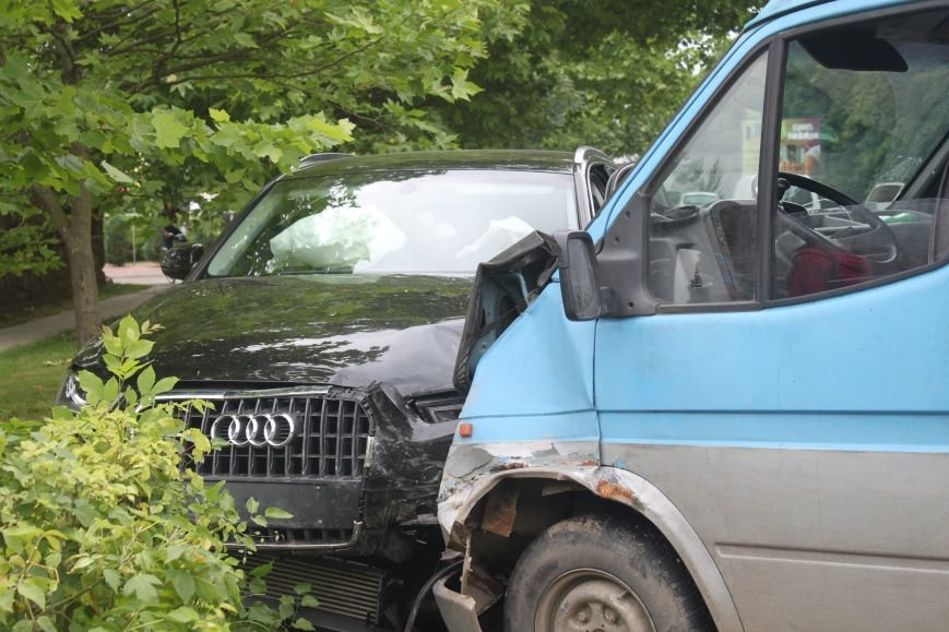На набережній в Ужгороді аварія з потерпілою: фото, фото-6