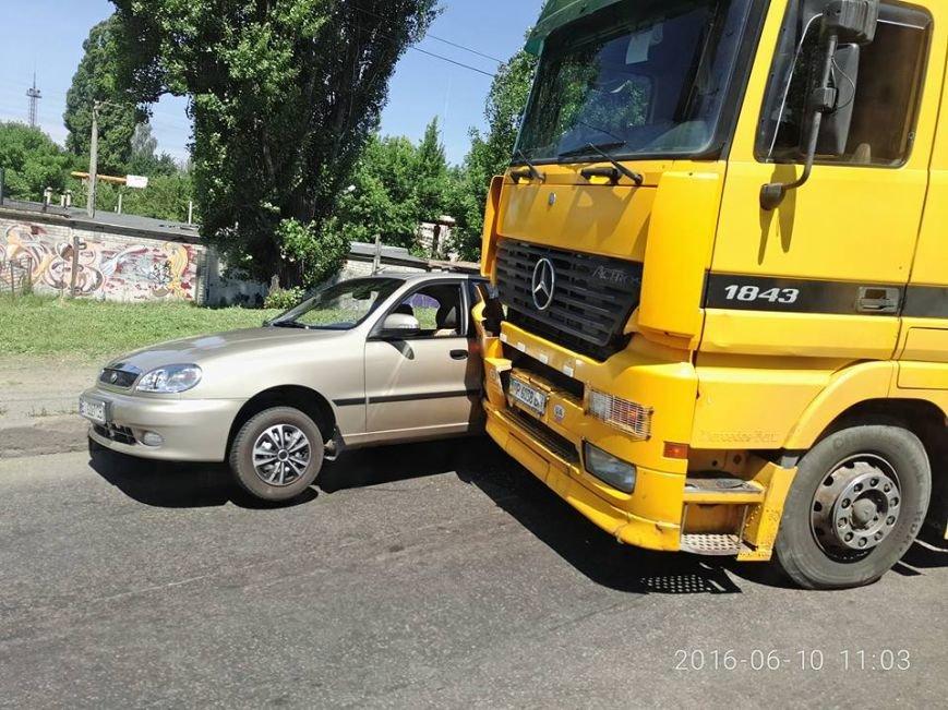 ДТП в Кременчуге: фура прижала Ланос (ФОТО), фото-2