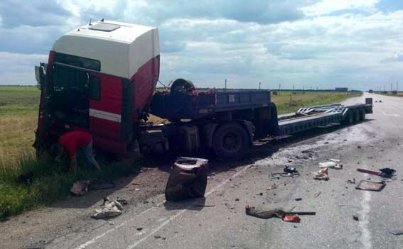 Полицейские Херсонской области, став очевидцами ДТП, оказали помощь пострадавшим (фото), фото-2