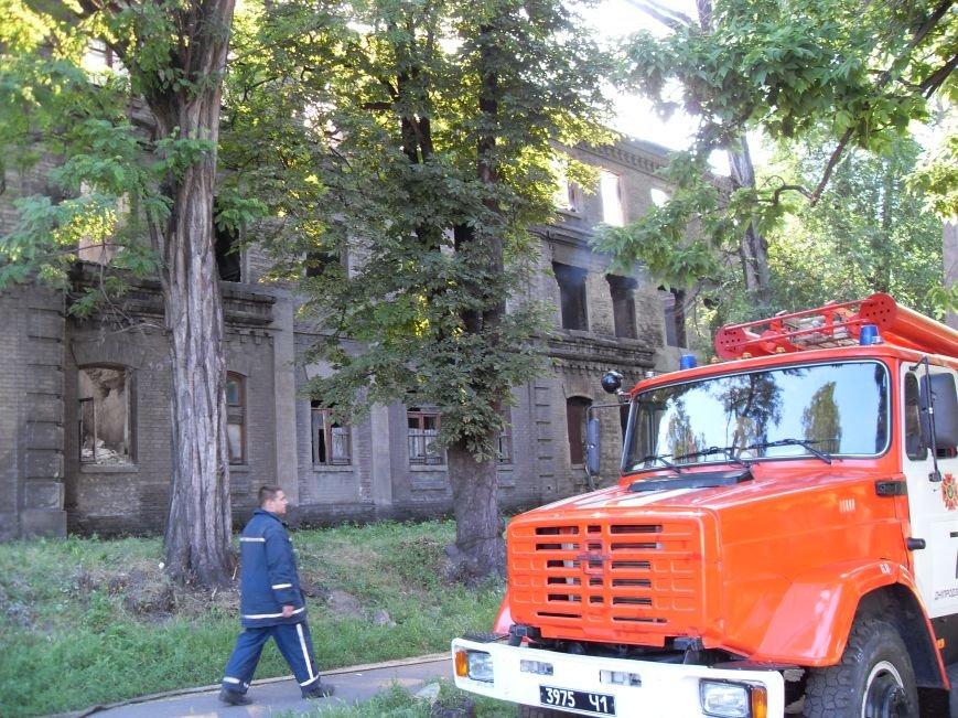 В Каменском тушат пожар в заброшенном здании, фото-4