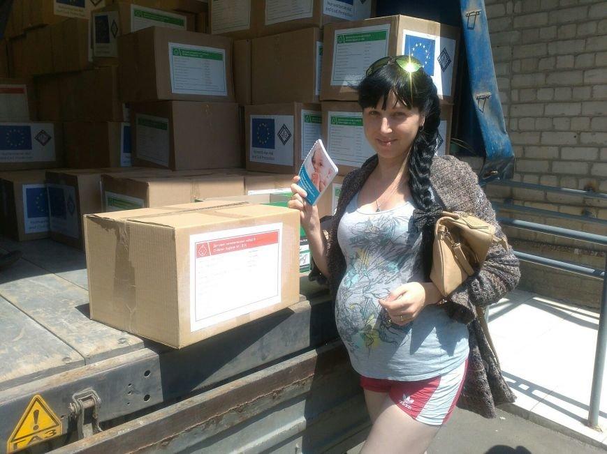 Будущим и новоиспеченным мамам в Бахмуте выдали гуманитарную помощь, фото-3