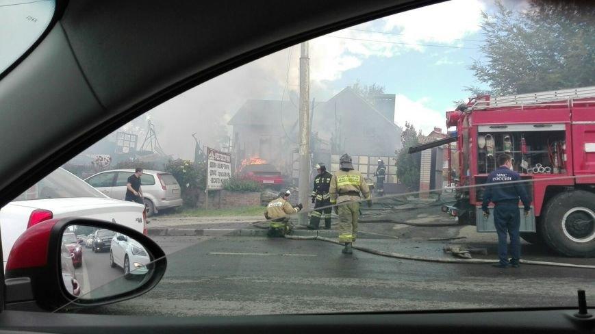 В Ростове на СЖМ сгорела шиномонтажная мастерская, огонь угрожал соседним зданиям, фото-3